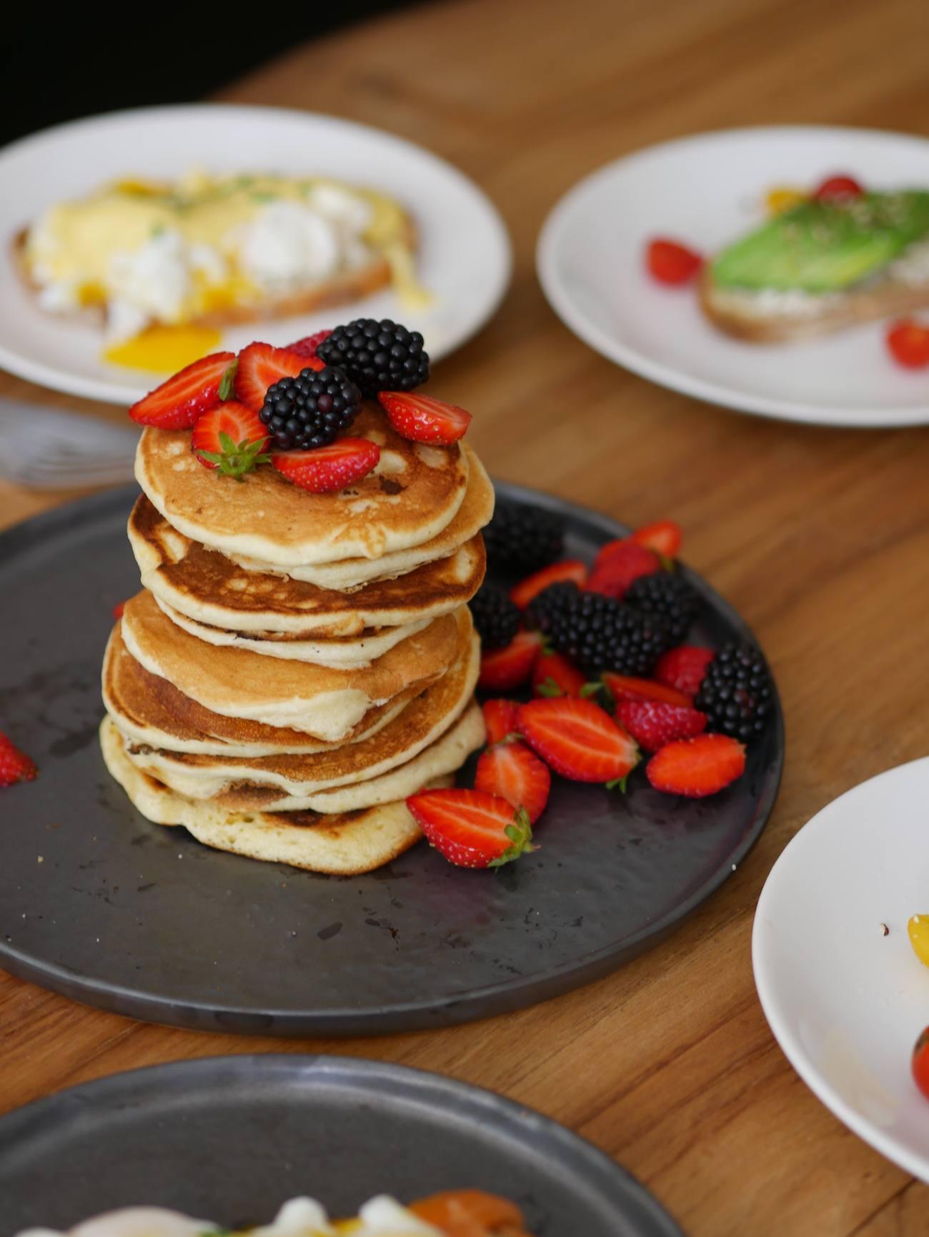 brunch-maison-recette-pancakes-toast-oeuf-benedicte-infuz-12