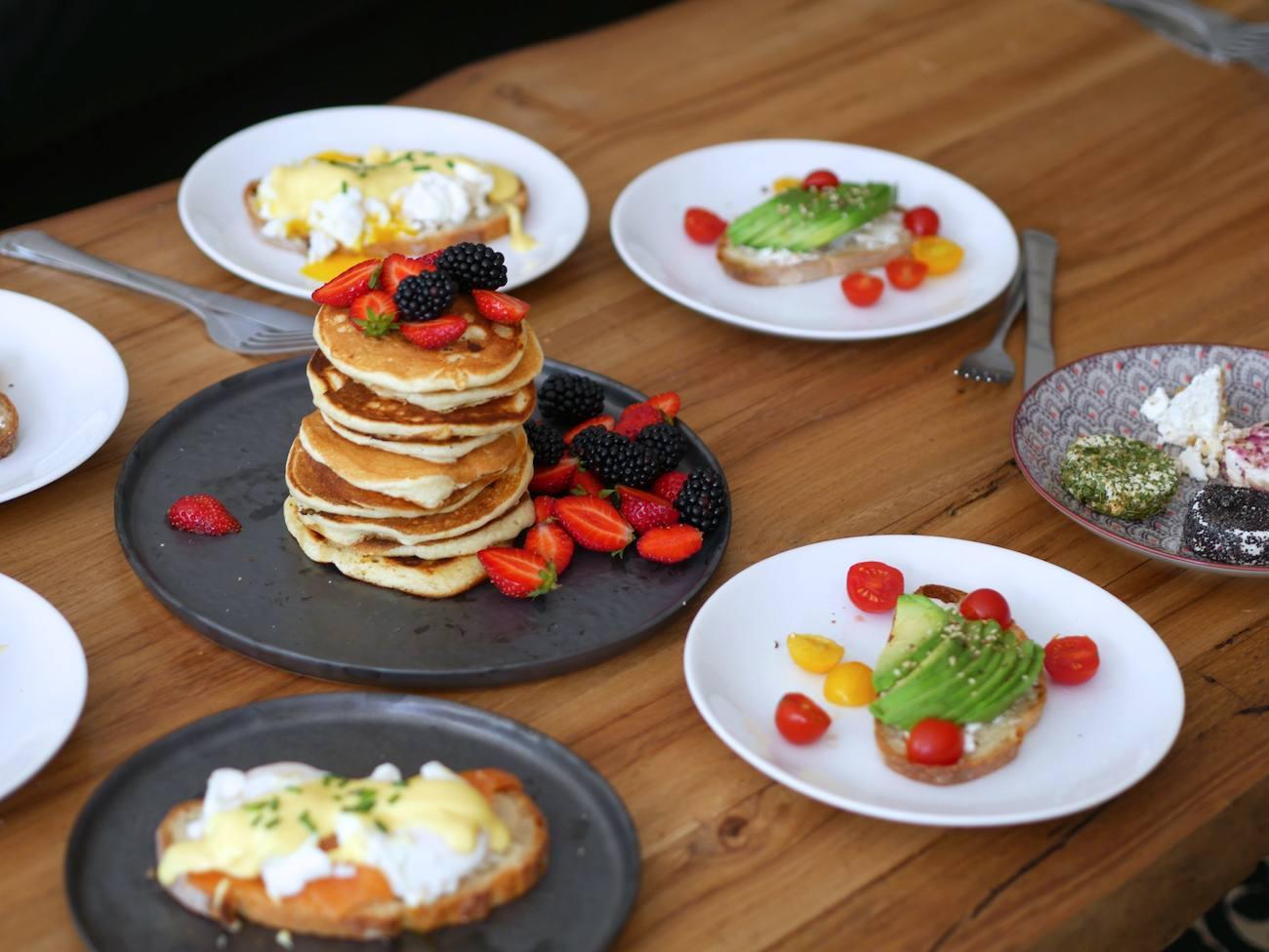 brunch-maison-recette-pancakes-toast-oeuf-benedicte-infuz-2