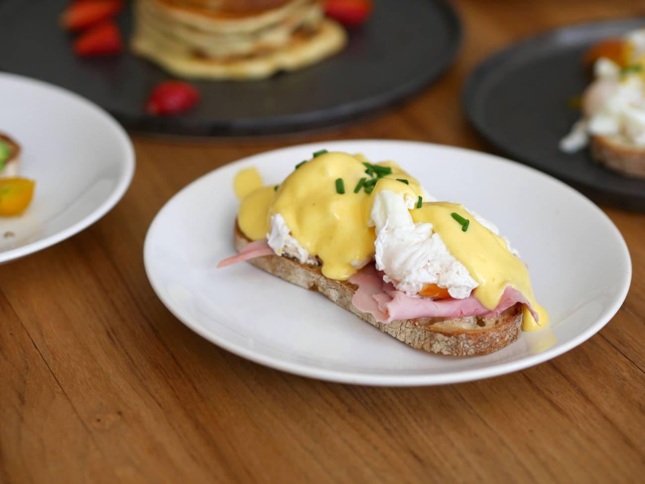 brunch-maison-recette-pancakes-toast-oeuf-benedicte-infuz-4